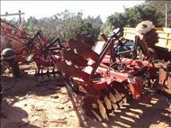 GRADE NIVELADORA NIVELADORA 44 DISCOS  2004 Tratorama Máquinas e Implementos